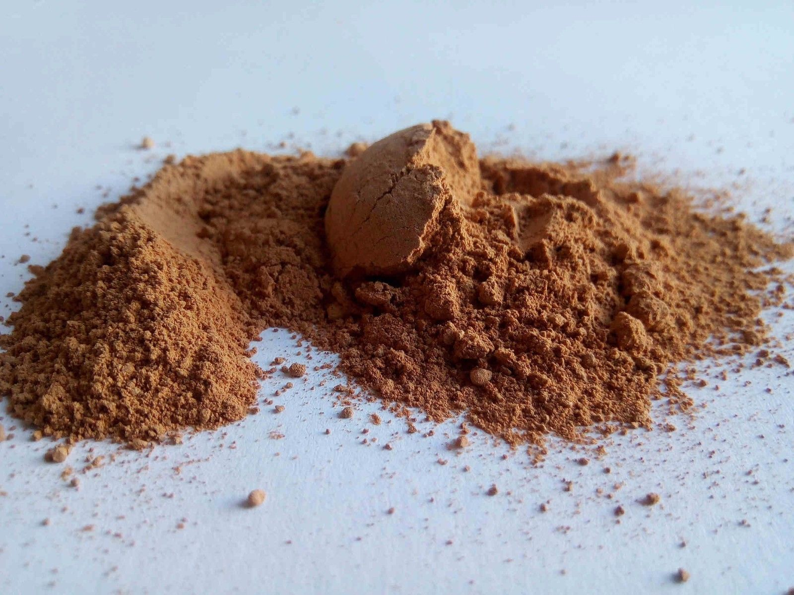 Rhassoul clay has benefits for both the skin and hair.